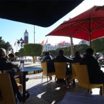 チュニジアの風景(5)ブルギバ通りの内務省ビル向かいにてお茶