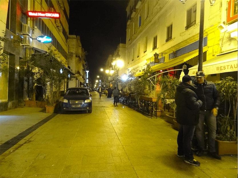 ブルギバ広場飲み屋街