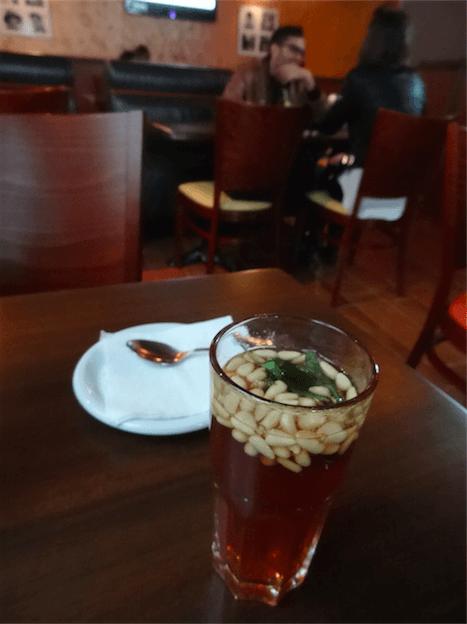チュニジア食紅茶に松の実